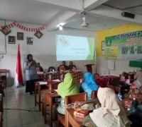 Pelatihan Karya Tulis Ilmiah Untuk Guru SMP Swasta Di Sidoarjo