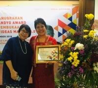 Rayakan Dies Natalis yang Ke-41, Fisip Unair Anugerahi Misiyah Soetandyo