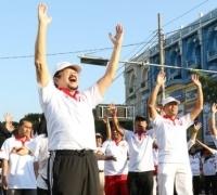 Ribuan Warga Solo Rayakan Pertemuan Jokowi Prabowo dengan Senam di CFD