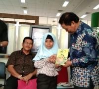 Siswi SD Menuai Pujian Pustaka Nasional, Karang Buku dari Pengalaman Pribadi