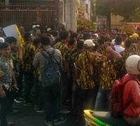 Massa AMPG Masih Bertahan di DPP Golkar, Polisi Tak Bisa Berbuat Banyak