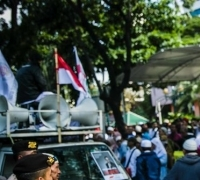 Massa Demo Pro dan Kontra Anies Nyaris Bentrok Karena Kabar Hoaks