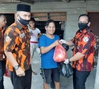 BPPH Pemuda Pancasila Kota Pekanbaru bagikan Sembako dan Masker