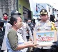 Brigjen Pol Ricky Wakanno dan Komunitas Sosial Salurkan Sembako bagi Warga Meruya Selatan, Jakbar