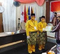 Memakai baju melayu berwarna kuning dan songket keemasan, Adi Sukemi-M. Rais daftar di KPU Pelalawan